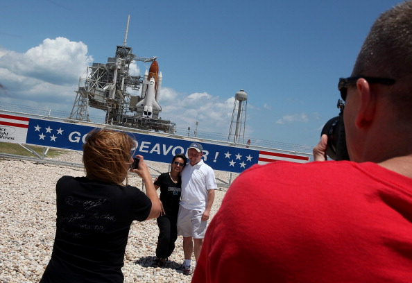 Space Shuttle Endeavor「NASA Prepares For Space Shuttle Endeavour's Launch」:写真・画像(19)[壁紙.com]