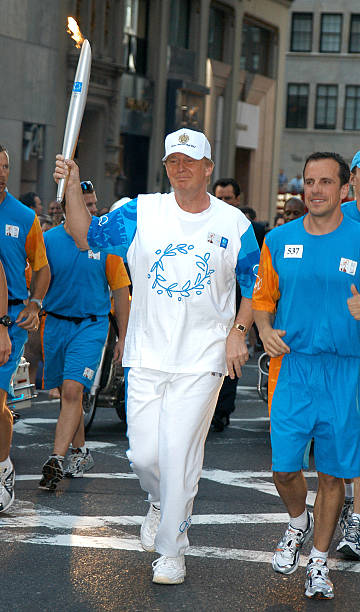 Celebrities And The 2004 Olympic Torch Relay:ニュース(壁紙.com)