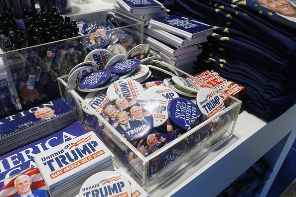 Souvenir「Trump Merchandise On Sale」:写真・画像(11)[壁紙.com]