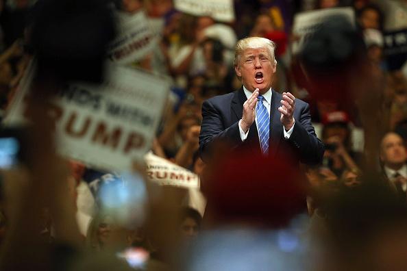 アナハイム「Donald Trump Holds Campaign Rally In Anaheim, CA」:写真・画像(17)[壁紙.com]