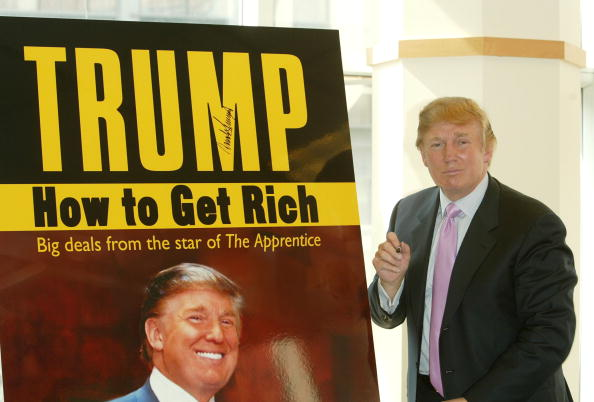 """Writing「Donald Trump Has Book Signing For His Book """"How To Get Rich""""」:写真・画像(11)[壁紙.com]"""