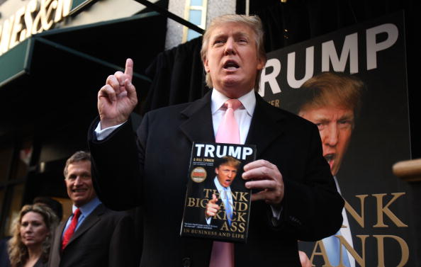 Writing「Donald Trump Signs Copies Of His New Book」:写真・画像(10)[壁紙.com]