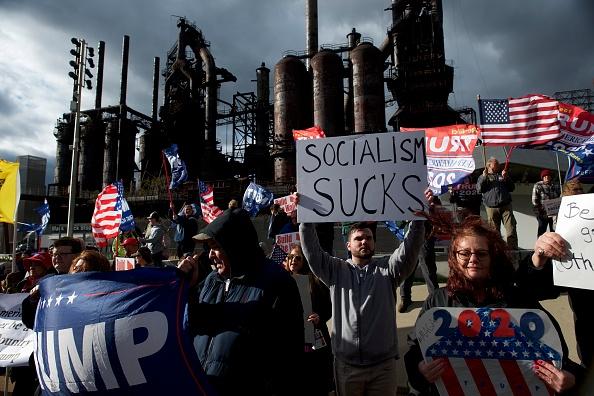 Mark Makela「Sen. Bernie Sanders Participates In A Fox News Town Hall In Pennsylvania」:写真・画像(10)[壁紙.com]