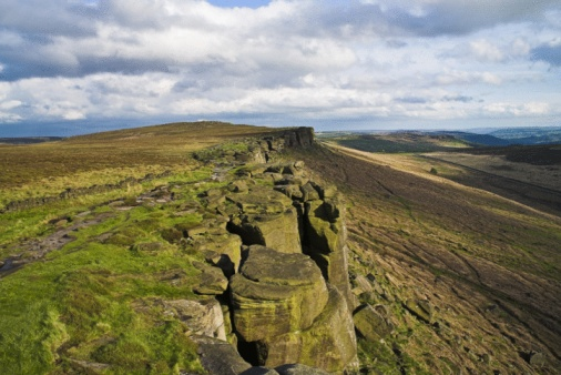 Escarpment「View along Stanage Edge, Derbyshire, UK」:スマホ壁紙(15)