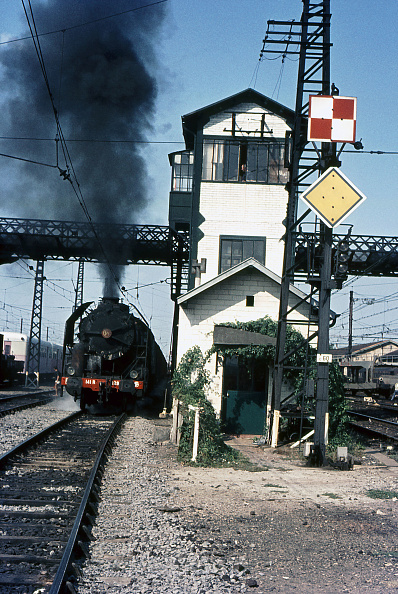 Languedoc-Rousillon「Adieu to the 141R.One of the last remaining French SNCF 141R 2-8-2s pulls heavily away from Narbonne with freight bound for Spain on Saturday 22 July 1972.」:写真・画像(2)[壁紙.com]