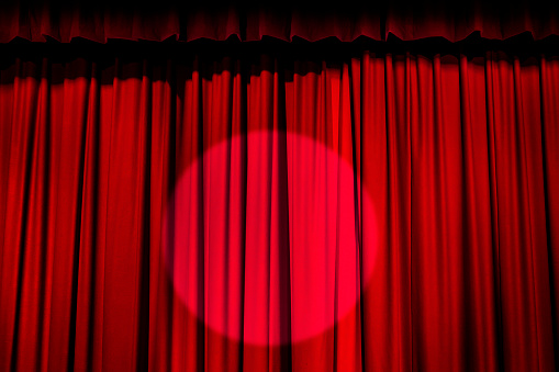 Curtain「Spotlight on red curtain」:スマホ壁紙(11)