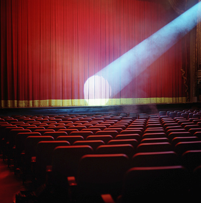 Curtain「Spotlight on red theater curtain」:スマホ壁紙(16)