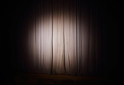 Anticipation「Spotlight on stage curtain」:スマホ壁紙(7)