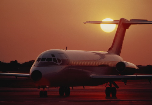 Passenger「McDonnell Douglas MD-80 passenger aircraft on apron at sunset」:スマホ壁紙(17)
