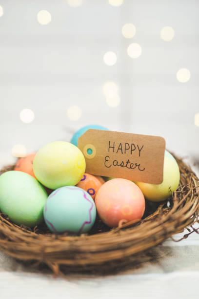 Handmade woven Easter basket of eggs:スマホ壁紙(壁紙.com)