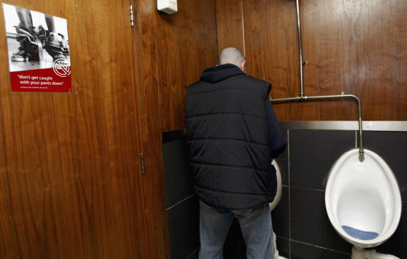 Toilet「Ireland Bans Smoking in All Pubs And Restaurants」:写真・画像(1)[壁紙.com]
