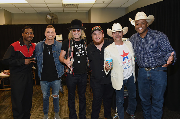 授賞式「2018 CMT Music Awards - Backstage & Audience」:写真・画像(2)[壁紙.com]