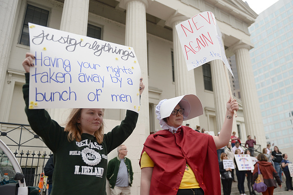 Missouri「Rallies Across U.S. Protest New Restrictive Abortion Laws」:写真・画像(2)[壁紙.com]