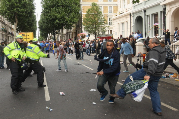 英国 ロンドン「Crowds Flock To Notting Hill For 2011 Carnival」:写真・画像(6)[壁紙.com]