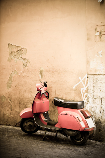 Moped「Pink scooter and Roman wall, Rome Italy」:スマホ壁紙(18)