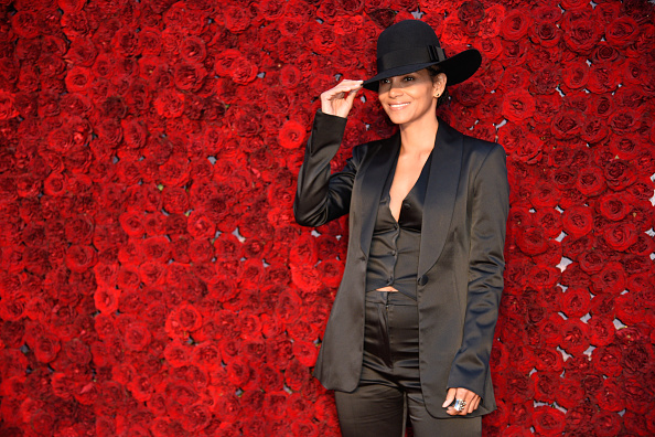 Halle Berry「Tyler Perry Studios Grand Opening Gala - Arrivals」:写真・画像(4)[壁紙.com]
