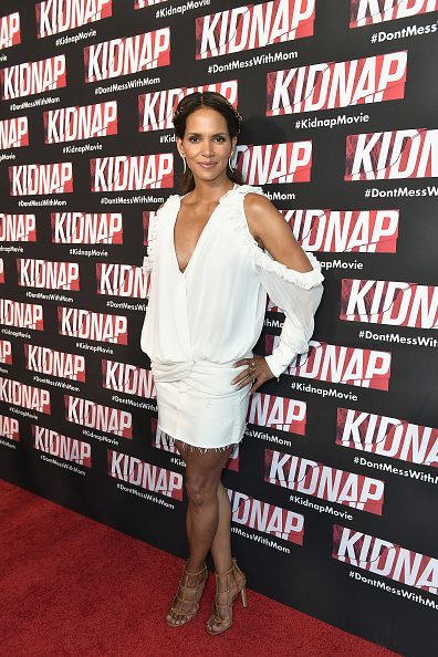 Snatched - 2017 Film「KIDNAP Star Halle Berry And Director Luis Prieto Attend Red Carpet In Miami」:写真・画像(3)[壁紙.com]