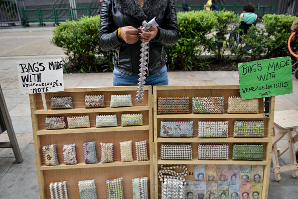 Wallet「Artists Turn Useless Venezuelan Currency Into Handicrafts」:写真・画像(13)[壁紙.com]