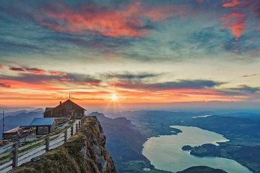 Salzkammergut「View To Lake Mondsee  at sunset From Schafbergspitze - Sunset at Mount Schafberg,」:スマホ壁紙(4)