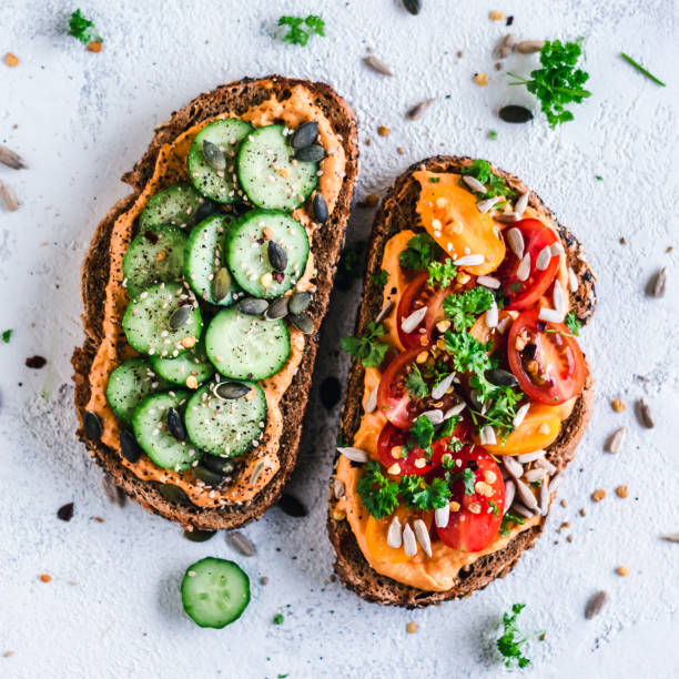 Paprika Hummus toasts with tomato and cucumber:スマホ壁紙(壁紙.com)