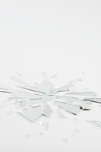 Broken「A shattered mirror」:スマホ壁紙(14)