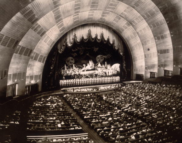 Radio City Music Hall「Radio City Crowd」:写真・画像(3)[壁紙.com]