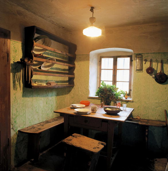 Dining Room「Kitchen living room at a homestead in Streith in the Austrian Waldviertel, View on a set wooden table and wooden benches in front of a window, On the walls is a shelf as well as hung-up kitchen utensils, Photograph, Around 2004」:写真・画像(12)[壁紙.com]