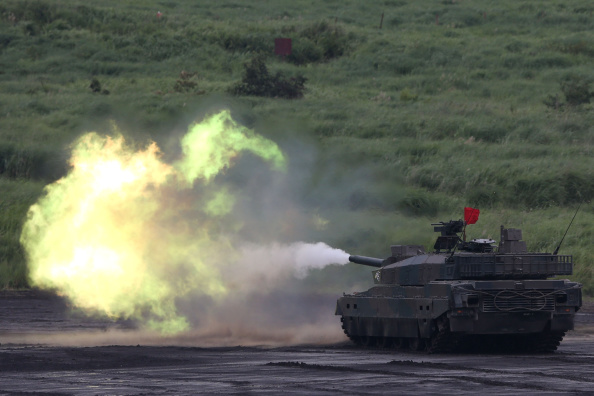 静岡県「Japan Ground Self-Defense Force Holds Annual Live Fire Exercise - DAY 1」:写真・画像(11)[壁紙.com]