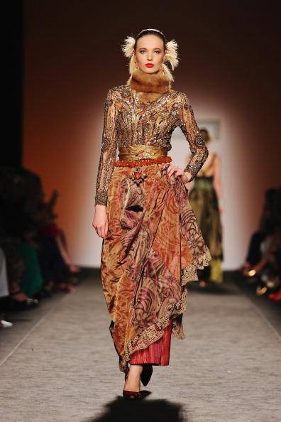 Embellishment「Curiel Couture - Runway - Altamoda Altaroma」:写真・画像(4)[壁紙.com]