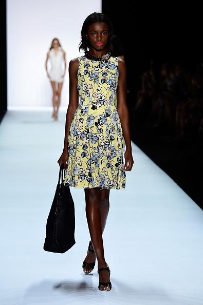 Yellow Dress「Badgley Mischka - Runway - Spring 2016 New York Fashion Week: The Shows」:写真・画像(19)[壁紙.com]