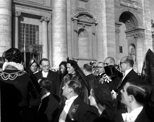 Religious Icon「Alcide De Gasperi and his wife Francesca Romani at the Assumption of Mary ceremony, Vatican 1950」:写真・画像(14)[壁紙.com]