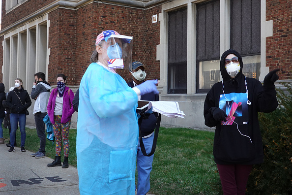 Wisconsin「Wisconsin Election Proceeds Despite Stay-At-Home Order During Coronavirus Pandemic」:写真・画像(7)[壁紙.com]