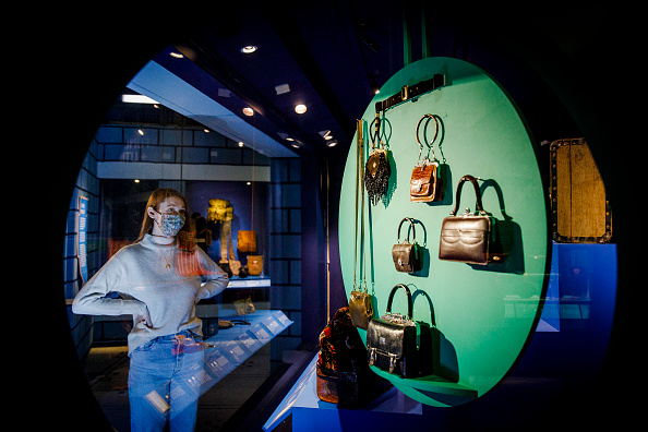 """Tristan Fewings「""""Bags: Inside Out"""" At The V&A - Press View」:写真・画像(18)[壁紙.com]"""