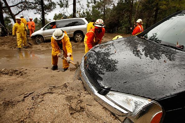 Azusa - California「Heavy Rains Cause Mudslides Forcing Evacuations North Of Los Angeles」:写真・画像(4)[壁紙.com]