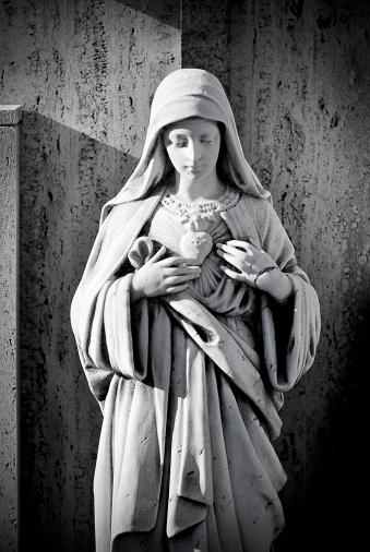 Virgin Mary「Antique cemetery statue close up」:スマホ壁紙(8)