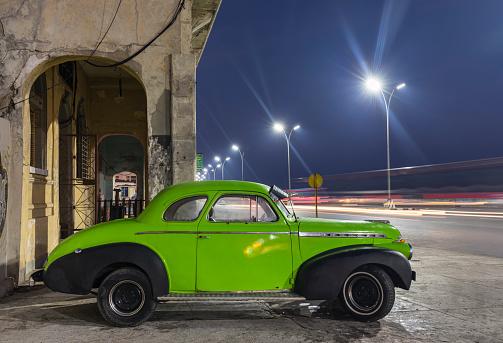 Downtown District「Parked vintage car at night, Havana, Cuba」:スマホ壁紙(16)