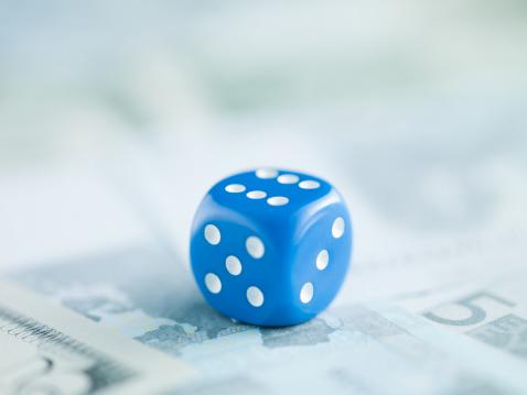 Economic fortune「Blue dice on pile of dollar bills」:スマホ壁紙(9)