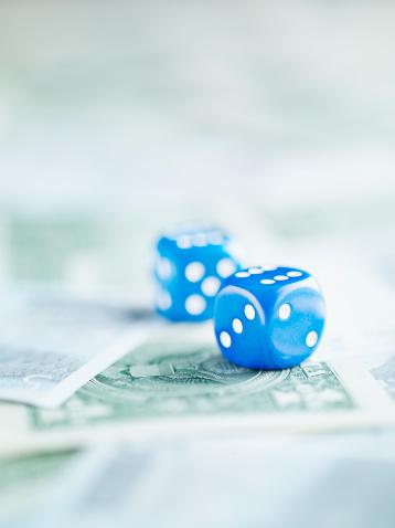 Economic fortune「Blue dice on pile of dollar bills」:スマホ壁紙(14)