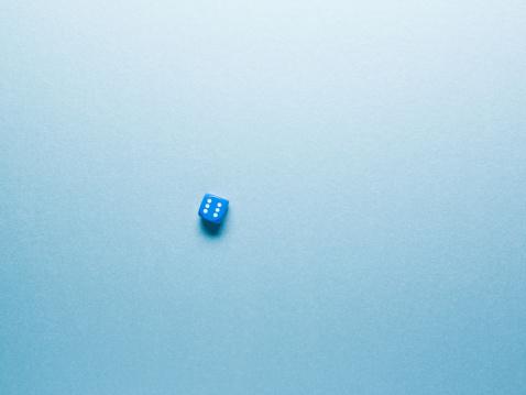 Blue Background「blue dice on surface」:スマホ壁紙(12)