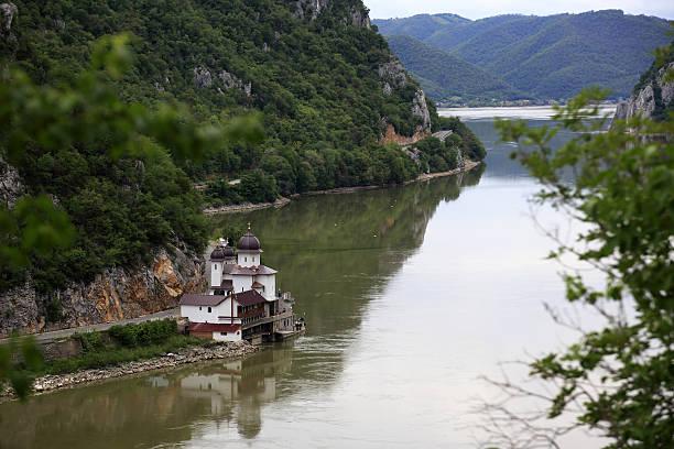 The Iron Gates gorge:スマホ壁紙(壁紙.com)