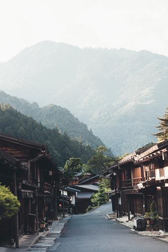 常緑樹「日本の村」:スマホ壁紙(14)