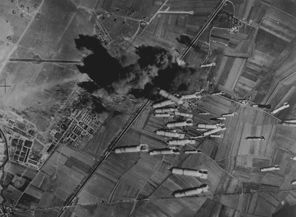 Explosive「Falling Bombs」:写真・画像(9)[壁紙.com]