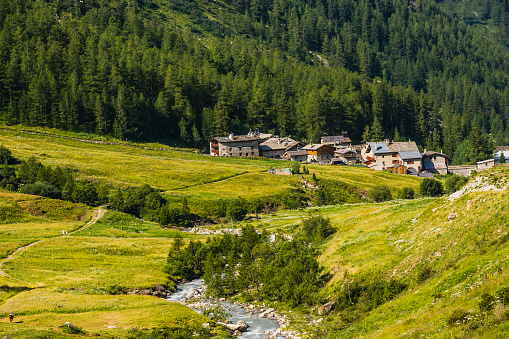 Val d'Isere「The river Isère and the village of Le Fornet」:スマホ壁紙(18)
