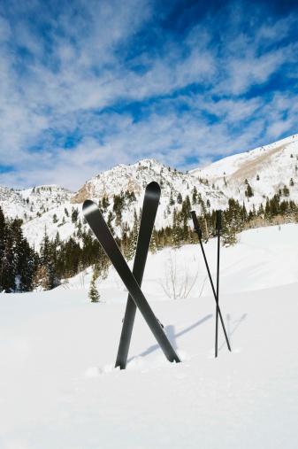 スキーストック「Skis and poles in snow」:スマホ壁紙(2)