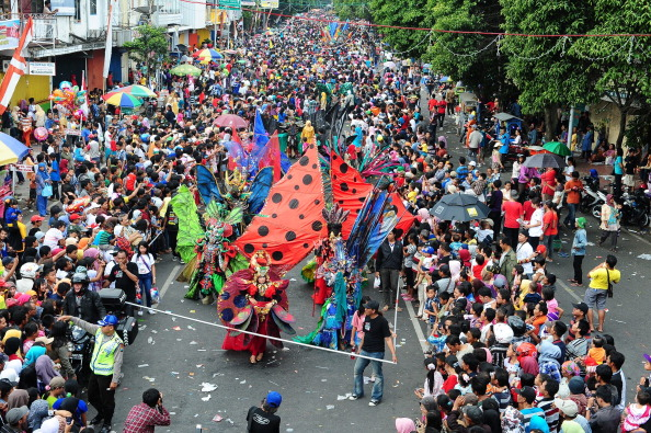 Octopus「Revellers Gather For Jember Fashion Carnival」:写真・画像(18)[壁紙.com]