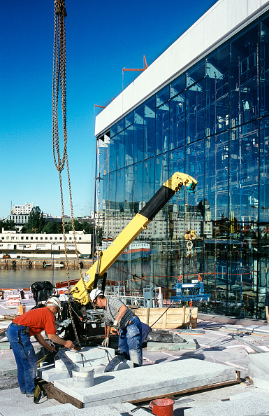 Block Shape「Italian Carrera white marble panels lifted for roofing by the glass facade, Oslo Opera, Norway」:写真・画像(11)[壁紙.com]