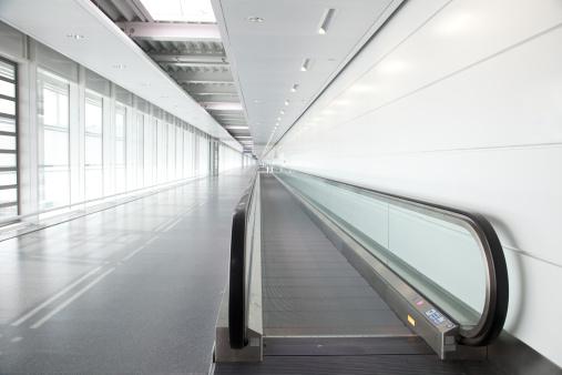 Munich「walkway at airport terminal」:スマホ壁紙(12)