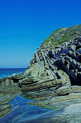 Nouvelle-Aquitaine「Geological fold in Saint-Jean-de-Luz cliff, France」:スマホ壁紙(16)