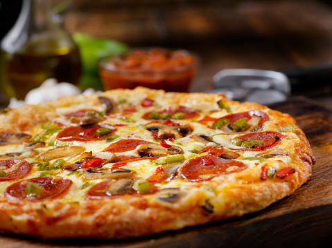 Bread「Deluxe Pizza with Pepperoni, Sausage, Mushrooms and Peppers」:スマホ壁紙(14)