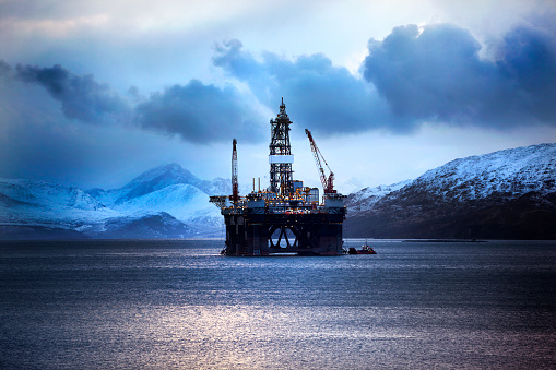 Engineering「Oil Rig, Kishorn, Scottish Highlands」:スマホ壁紙(7)
